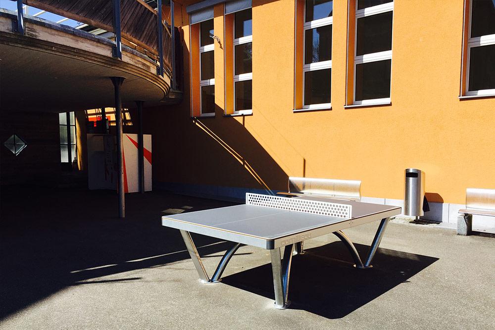 Cornilleau Park Tisch auf dem Pausenplatz des Schulhausareals Grafstal
