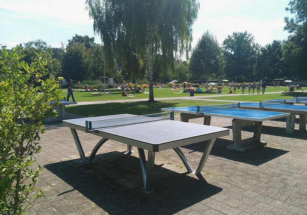 Parktisch im Freibad Marzili in Bern