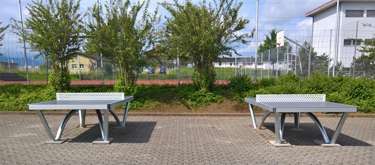 Tischtennistische beim Schulhaus Rüeggisingen