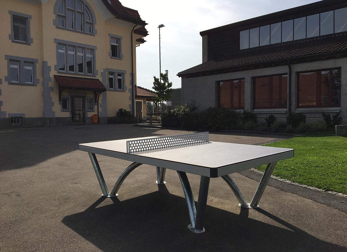 Cornilleau Park Tischtennistisch auf dem Pausenplatz der Schule Muolen