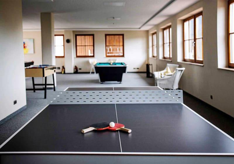 Der Tischtennistisch kommt auch in Hotels zum Einsatz
