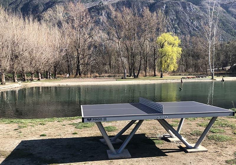 Outdoor Tischtennistisch auf Camping Platz (Camping et Plage de Sierre et Salquenen SA)