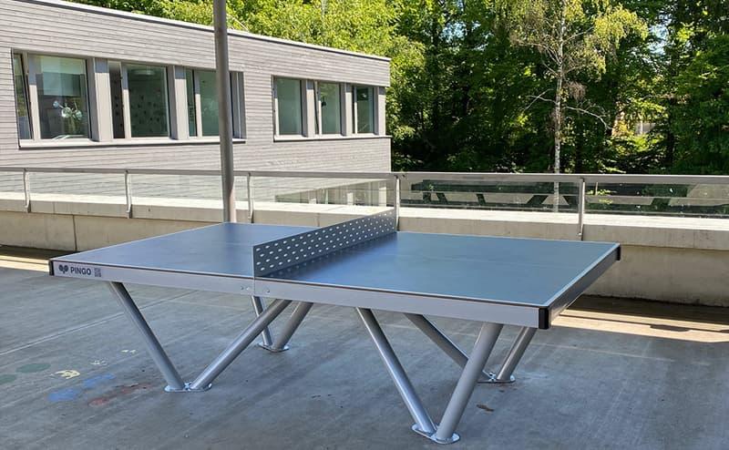 Outdoor Tischtennistisch in Zürich (Schule Zumikon)